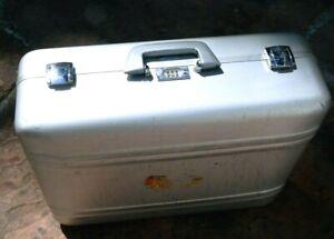 """Zero Halliburton Aluminum 20x16X7"""" Silver Case Attache Briefcase"""