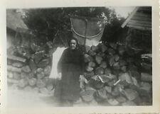 PHOTO ANCIENNE - VINTAGE SNAPSHOT - FEMME PÊCHEUR FILET BOIS CAMPAGNE - FISHING