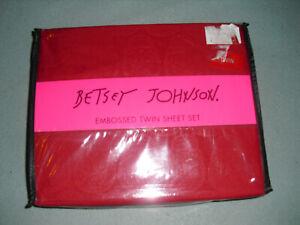 NEW Betsey Johnson Microfiber embossed 3 pc Twin Sheet Set Red Skulls