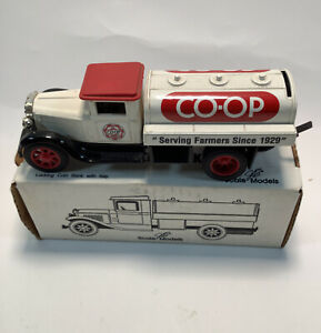 ERTL Die Cast  CO-OP Tanker Truck Bank, Locking Bank with Key, #GB-4089