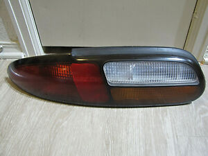 1997-2002 Chevy Camaro RS SS Z28 -- Tri-Color OEM DRIVER Tail Light Taillight