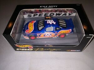 Hot Wheels NASCAR Pro Racing of KYLE PETTY #44 Pontiac Scale 1:43 - Hard Case