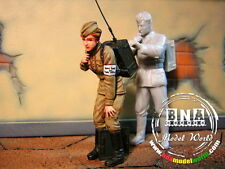 Aurora Model 1/35 WWII Russian Captive (White Metal)