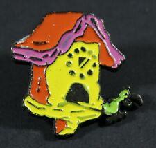 1994 Hanna Barbera The Flintstones CUCKOO ALARM CLOCK pin 2.5 x 2.5 cm. VHTF