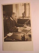 Mann bei der Arbeit - Geistlicher ? Priester ? Telefon Schreibtisch Buch / Foto