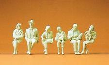 Preiser 45179 1:22,5 LGB; sitzende Personen (unbemalt)