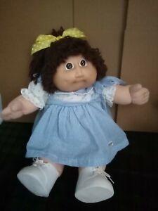 vintage cabbage patch doll kid brown hair pony brown eyes blue sig