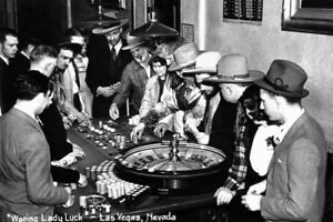 Wooing Lady Luck Vintage Las Vegas Photo Art Print Poster 18x12 inch