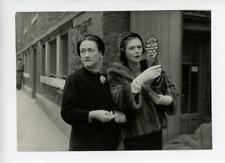 La Duchesse de Windsor et Mary Churchill Vintage silver Print  Tirage argent