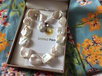 Collier de grosses perles d'eau douce baroques ,neuf avec certificat et écrin
