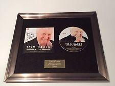 FIRMATO/AUTOGRAFATO Tom Baker presso 80 incorniciato CD CON LA DR who.