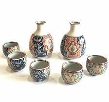 JAPANESE IMARI PORCELAIN SAKE SET 2 BOTTLES 5 CUPS FLORAL MOTIF GOLD DETAIL -7PC