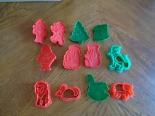 Lot of 12 vintage plastic cookie cutters play-doh cutters Dinosaur,Elephant,Lion