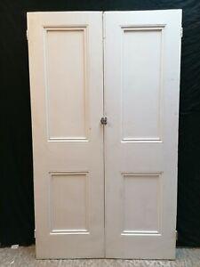 A PAIR OF VICTORIAN PAINTED PINE INTERNAL DOORS / ROOM DIVIDER / CUPBOARD DP0317