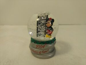 Walt Disney Mickey Mouse 2004 Holiday Snow Globe Christmas Decoration ch1181