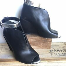 Kenneth Cole black leather Broome wedge bootie 6.5