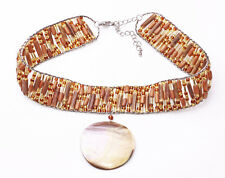 EXOTIC AMBER BEAD & WOOD RIBBON CHOKER W. SHELL DISC PENDANT, ADJUSTS 6CM (ZX39)