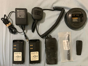 Motorola UHF HT750 403-470mhz Portable Radio Bundle