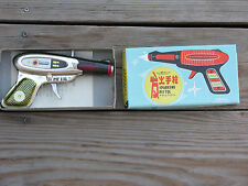 VINTAGE 1970'S TIN FRICTION SPACE SPARKING PISTOL MF 116 IN BOX LITHO CHINA RARE