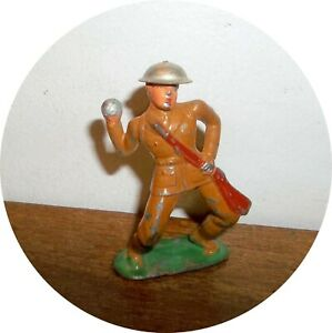 invC985~ NICE SOLDIER ~ TOSSING GRENADE / RIFLE ON CHEST ~ BARCLAY / MANOIL