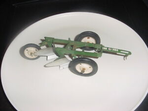 VINTAGE GREEN TRU SCALE 2 BOTTOM FARM PLOW OLIVER