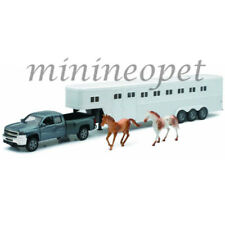 NEWRAY 10713B CHEVY SILVERADO 2500HD 5TH WHEEL with HORSE FIGURES & TRAILER 1/32
