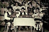 MUSIK Motiv-AK Stahlschmidt Zelt-Theater Musiker mit Instrumenten Trachten Leute