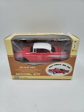 MOTOR MAX - 1:24 Diecast Model Kit - 1957 Chevy Bel Air - Red w/White - ©2003