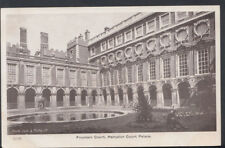 Middlesex Postcard - Fountain Court, Hampton Court Palace   RS7859