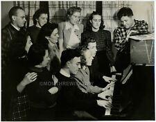 1941 PHOTO ME MAINE Auburn Mirimar Tea Room Group People Singing at Piano Cote