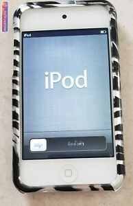 likeNEW! Apple iPod Touch 4th Gen with Case 8GB White MP3 Player A1367 Bundle