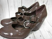 Clarks Patent Leather Strap Shoes Sz 5 Wood Look Wedge Heel Mary Jane Taupe Mink