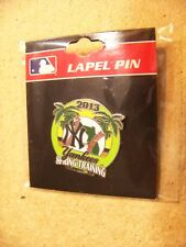 2013 NY New York Yankees Spring Training Florida round lapel pin - defects