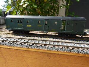 Fourgon à bagages de couleur vert SNCF Dqd2 18777 de Jouef ref 4620B HO