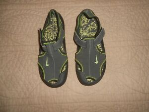 NIKE Sunray Protect Sandals Size Youth 2
