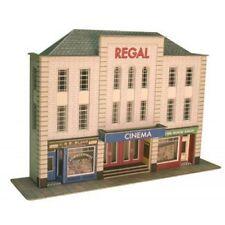 Metcalfe PO206 Low Relief Cinema & Shops Die Cut Card Kit 00 Gauge 1st Clas Post