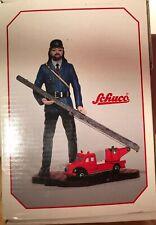 SCHUCO Piccolo Feuerwehr Mann mit Drehleiter LKW 01232