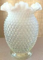 FENTON FRENCH OPALESCENT HOBNAIL 7 3/TALL VASE 40'S 50'S BEAUTIFUL VINTAGE MINT
