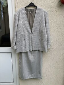 Ladies Skirt Suit By Compliments. Size 20