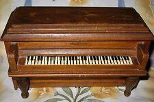 Amazing VINTAGE MIDGETONE WOOD UPRIGHT PIANO MUSIC JEWELRY BOX -  AULD LANG SYNE