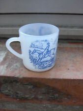 petite tasse moka Arcopal translucide motif bleu scène de chasse à courre 5.7 cm