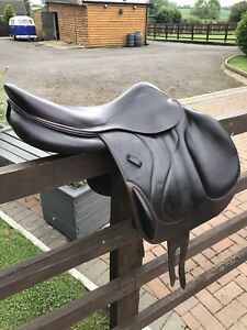 devoucoux jump saddle