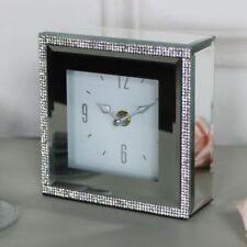 Relojes de escritorio y chimenea de vidrio