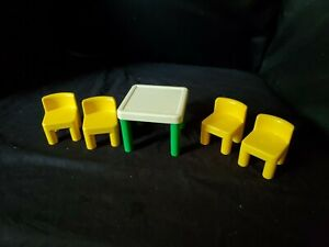VINTAGE LITTLE TIKES TABLE & 4 CHAIRS ~ GREEN YELLOW ~ DOLLHOUSE FURNITURE TOYS
