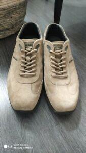 Prada sneakers en daim beige en Excellent état  P 9.5 It 44 Eu