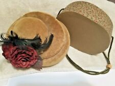 Lovely small oval hatbox Mint condition beautiful for doll hat