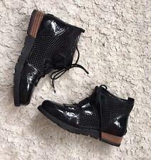 NWOB Sorel Major Lace Mesh Bootie Black Patent Leather Sz 6.5 NEW Waterproof