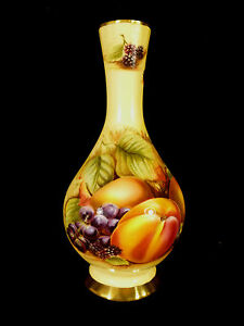 AYNSLEY BEAUTIFULLY COLORED ORCHARD GOLD VASE WITH FRUIT DECORATION