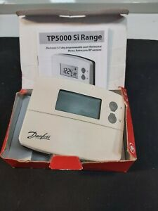 Danfoss TP5000 (TP5000SI) Battery Powered 5/2 Day Programmable Room Thermostat