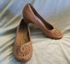 "NEW WHITE MOUNTAIN sz 8 ""Keno"" Tan Leather Moc Style Heels Cutout Stitching Stud"